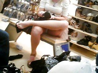 Бесплатные порно видео под юбкой симпатичной любительские хардкор пухлые Хэйли Старр